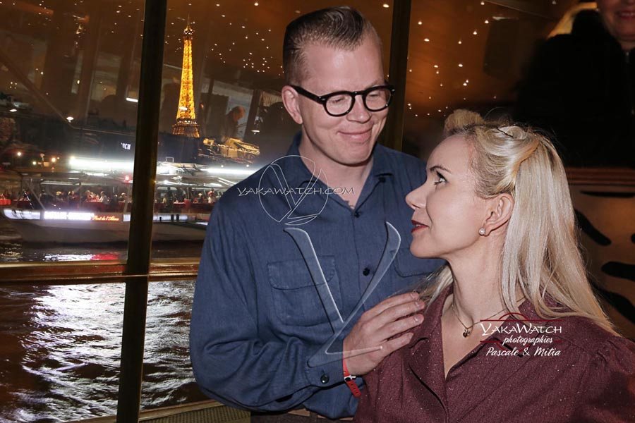 Soirée rock'n roll sur la Seine, devant la tour Eiffel