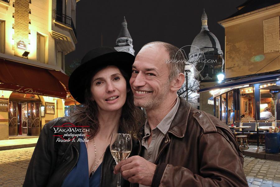 Couple d'amoureux place du Tertre à Montmartre