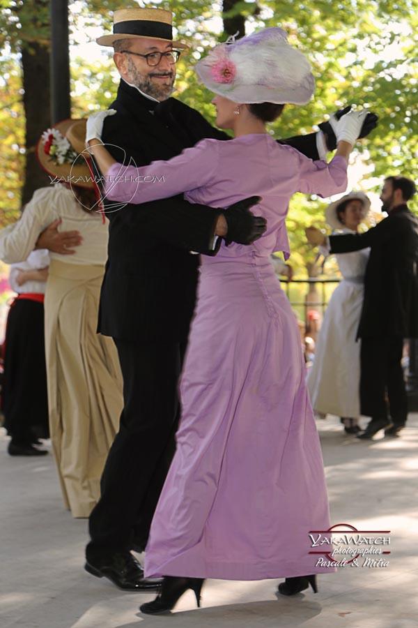 Bal costumé au Jardin du Luxembourg à Paris