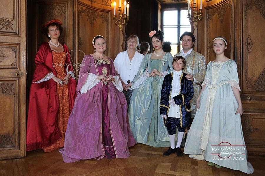 Dans les salons du Château de Rambouillet  Du théâtreavec la troupe dedu crâne en représentation.