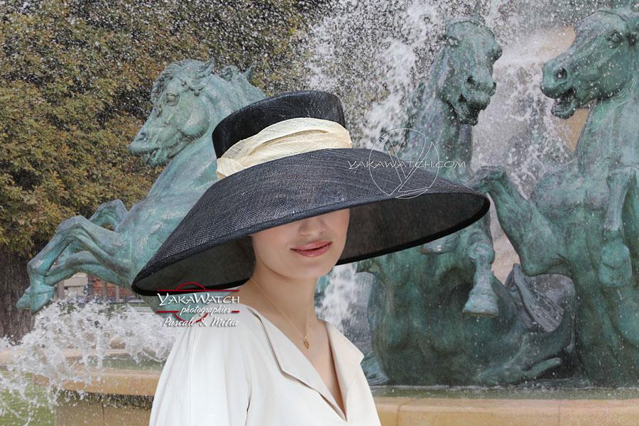 Devant la fontaine de l'Observatoire à Paris - Shooting mode et chapeaux