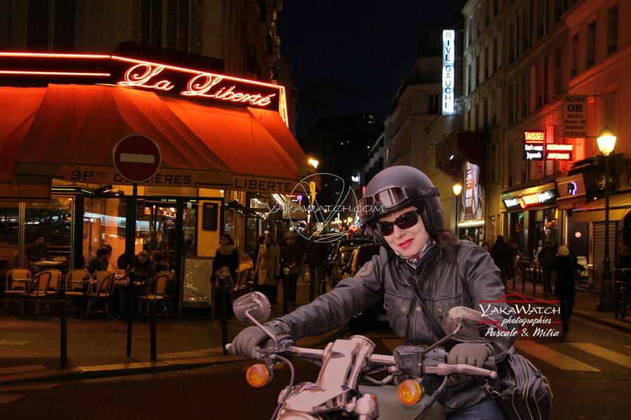 En moto devant le bar la Liberté, rue de la Gaîté à Paris